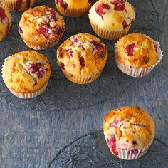 Himmlischer Genuss im Sommer oder Winter ist hier gewiss. Die Muffins gelingen schnell und einfach mit frischen oder TK-Beeren.