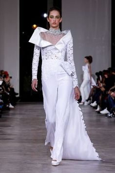 Discover NOWFASHION, the first real time fashion photography magazine to publish exclusive live fashion shows. Live Fashion, Fashion Show, Wedding Pantsuit, Wedding Dresses, White Pantsuit, Georges Chakra, Spring Couture, Runway Fashion, Fashion Trends