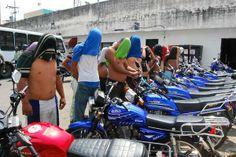 """5 de mar. de 2014 / """"Policia de Valencia detuvo a 35 motorizados armados en la Av. Bolívar!! Que extraño motos nuevas idénticas!"""""""