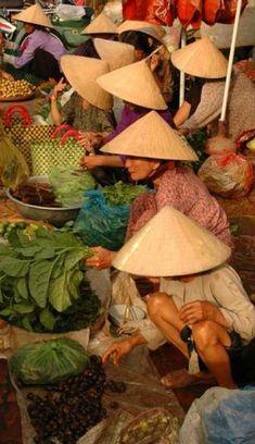 Mercado de frutas, verduras y especias en Vietnam