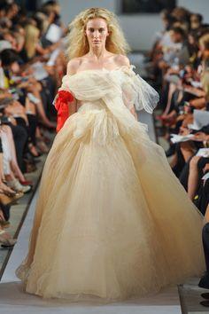 Oscar de la Renta at New York Fashion Week Spring 2012 - StyleBistro
