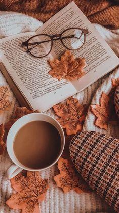 Cute Fall Wallpaper, Book Wallpaper, Wallpaper Backgrounds, Halloween Wallpaper, Autumn Leaves Wallpaper, Halloween Backgrounds, Iphone Backgrounds, Wallpaper Desktop, Iphone Wallpapers
