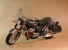 Scale Model Gallery - Moto Guzzi V-850 California (1972)