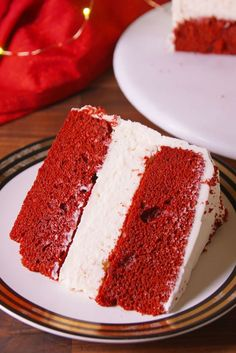 Red Velvet Cheesecake Cake Talk about a stunner. This layer cake will sleigh your holiday dessert table. Velvet Cake, Red Velvet Cheesecake Cake, Raspberry Cheesecake, Köstliche Desserts, Delicious Desserts, Dessert Recipes, Atkins Desserts, Health Desserts, Yummy Recipes