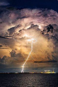 Thunder strike, storm, beauty of Nature, lightning Image Nature, All Nature, Amazing Nature, Science Nature, Nature Pictures, Cool Pictures, Beautiful Pictures, Beautiful Sky, Beautiful World