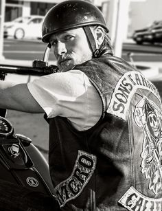 Charlie Hunnam from SOA -- I'M OBSESSED!