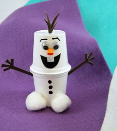 Cute K-Cup Snowman Kids Craft! Recycle your used k-cups into adorable snowmen using pom-poms, cardstock, googly eyes, and Elmer's X-TREME School Glue. These are perfect to make with your kids when they're home for winter break. #snowman_crafts_cups