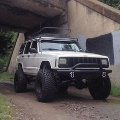 """1,068 Likes, 19 Comments - Jeep XJs (@jeep.xj) on Instagram: """"Mean XJ from @ryan_tayara ______________________________ Want to be featured? Tag me @jeep.xj …"""""""