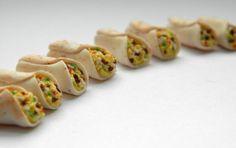 4 Breakfast Burrito   112 Dollhouse Scale von CreationsByAni