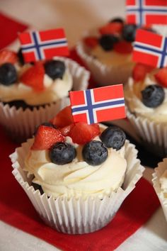 mai cupcakes - My Little Kitchen Viking Party, Little Kitchen, Flag Decor, Party Entertainment, Holidays And Events, Independence Day, Norway, Cheesecake, Dessert Recipes