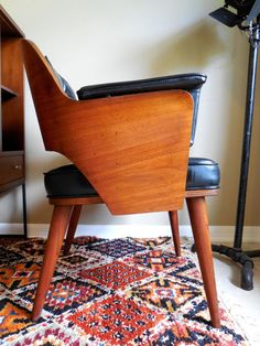 Mid Century Danish Modern Chair, MidCenturyFLA, https://www.etsy.com/listing/170014899/mid-century-bentwood-chair-danish-modern?ref=shop_home_active