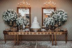 Tons de dourado, verde escuro e branco são uma combinação linda 💚💛 - 📷 Foto de @johnbrandao.com_ em @recantopampulha . . . #casamentoscombr… Wedding Night, Wedding Bells, Wedding Ceremony, Reception, Wedding Themes, Wedding Designs, Wedding Decorations, Chocolate Fountains, Cake Table