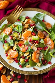 Mandarin Pomegranate Spinach Salad with Poppy Seed Dressing - Cooking Classy-Those fall colors though! I love salads like this that are beautifully colorful and taste amazing! This Mandarin Pomegranate and Spinach Salad with Poppy S Avocado Spinach Salad, Spinach Salad With Chicken, Spinach Salads, Strawberry Spinach, Crab Salad, Spinach Recipes, Potato Salad, Healthy Salads, Healthy Eating