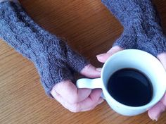 Free Knitting Pattern: Cable Experiment Mitts