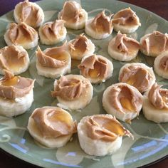 Peanut butter, banana, and honey low carb snack High Protein Snacks, High Protein Low Carb, Low Carb Diet, Healthy Snacks, Healthy Sweets, Healthy Eating, Sport Snacks, Diabetic Recipes, Low Carb Recipes