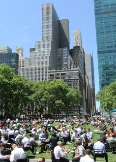 The park is filled with classical urns and monuments and a piano player entertained the lunching crowd with live music.