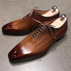 Configurez votre soulier JMLEGAZEL: Etape 1) Ajoutez au panier le soulier dans la taille sélectionnée Etape 2) Cliquez ici pour choisir votre patine et l'ajout