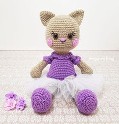 Adorable crochet cat patterns ranging from the small to the tall. Ballerinas, newlyweds, Hello Kitty, Halloween and all kinds of cats!