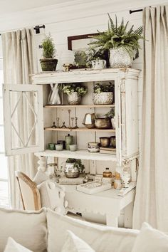 Antique Chippy White Hutch - Home Design Shabby Chic Kitchen, Shabby Chic Homes, Shabby Chic Decor, Country Chic Kitchen, Country Chic Decor, Country Interior, Country Living, White Home Decor, Vintage Home Decor