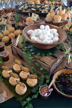 Survivor Party Eats & Treats Table Jungle Theme Food, Safari Food, Safari Theme Party, Jungle Party, Survivor Theme, Survivor Party, Survivor Games, Birthday Party Treats, Birthday Bbq