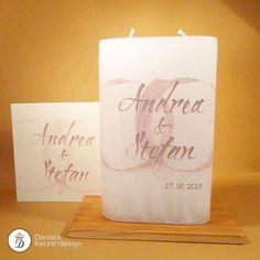 Hochzeitskerze abgestimmt auf die Einladungskarten Candle Art, Pillar Candles, Diy Wedding, Ideas, Newlyweds, Invitation Cards, Candles, Invitations, Handarbeit