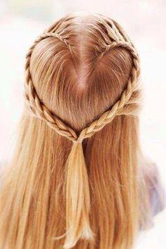 Coiffure originale du jour : les filles que pensez-vous de cette coiffure ? Pas facile à réaliser...