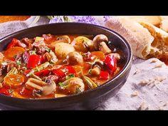 Tocanita rapida cu pui si legume - YouTube Martha Stewart, Curry, Make It Yourself, Ethnic Recipes, Youtube, Food, Mariana, Traditional, Kalay