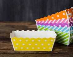yellow and white polka dot rectangle paper disposable loaf pans for baking, packaging, and popcorn picnic trays