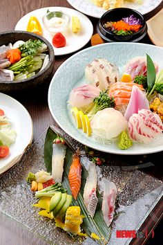 All the sushi you can eat! Now this is our kind of meal. This is from Japanese restaurant Ta Ke at the Grand Ambassador Hotel in Seoul. Eel Sushi, Sushi Burger, Japanese Street Food, Japanese Food, Japanese Style, Salmon Roll, Sushi Love, Asian Recipes, Ethnic Recipes
