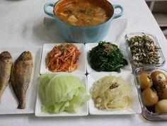 청국장 정식..후다닥 차리는 저녁상 [시금치무침, 계란장조림] K Food, Asian Recipes, Ethnic Recipes, Korean Food, Food Design, Fresh Rolls, Cabbage, Food And Drink, Healthy Eating