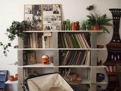 Creative Diy Cinder Block Furniture Decor Ideas – Decorating Ideas - Home Decor Ideas and Tips Cinder Block Shelves, Cinder Blocks, Bookshelves, Bookcase, Bookshelf Ideas, Shelving Ideas, Cinder Block Furniture, Diy Home Decor, Room Decor
