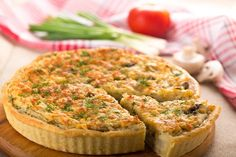 What does everybody love having on the side? A savory pie! So, the Easter Mushroom Quiche Lorraine is the recipe I am giving you today! Chicken Quiche, French Tart, Mushroom Quiche, Easy Quiche, Breakfast Quiche, Quiche Recipes, Creative Food, Great Recipes, Stuffed Mushrooms
