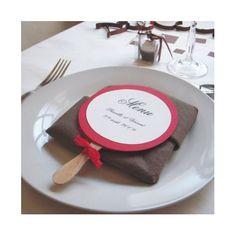 Décoration de mariage sur le thème de la gourmandise  : marque place et menu sucette