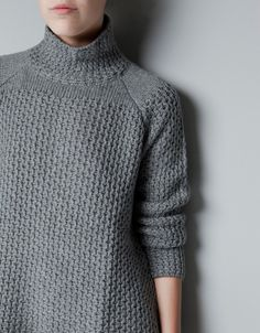 BACKLESS TURTLE NECK SWEATER