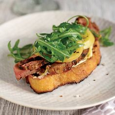 Open-Face Steak Sandwich with Pickled Green Tomatoes-there is truly no better flavor combination than steak and tomato