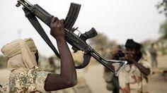 """8000 Terroristen von Boko Haram haben sich in den letzten zwei Tagen der nigerianische Armee freiwillig ergeben. Wie die Armee am Mittwoch mitteilte, befinden sich die Terroristen derzeit in einem Lager in der Stadt Gombe. Vor sechs Jahren begann die Terrorgruppe """"Boko Haram""""  ihre  bewaffneten Anschläge gegen die nigerianische Regierung. Dabei sind bisher 15.000 Menschen getötet und 1,5 Mio. weitere verletzt worden. Boko-Haram-Führer Shekau hatte dem IS zuvor öffentlichkeitswirksam Tre"""