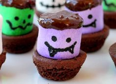 Halloween Recipes: Creepy Brownie Bites Recipe for Kids on PrimaryGames - Throwing a spooky soiree? Then you're going to want to put together a batch of these freaky brownie bites!  www.primarygames.com