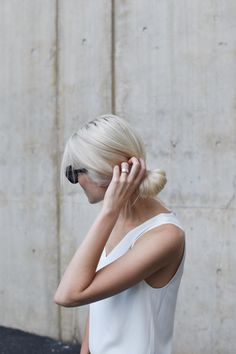 White blonde | Looped ponytail