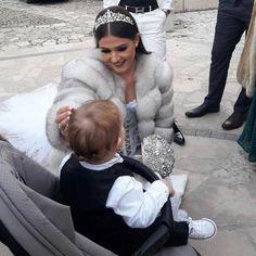 SRETAN PRVI RODJENDAN MOM ANDJELU ❤️ LEON ❤️ Wedding Fur, Fur Coat, Winter Jackets, Bride, Instagram, Fashion, Winter Coats, Wedding Bride, Moda