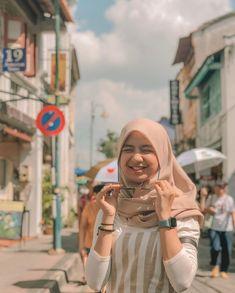 Casual Hijab Outfit, Ootd Hijab, Girl Hijab, Hijab Chic, Modern Hijab Fashion, Street Hijab Fashion, Muslim Fashion, Foto Mirror, Wallpaper Aesthetic