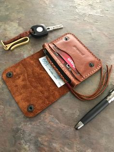 Handmade leather ykk wallet with zipper. Wallet for daily use. Leather Wallet Pattern, Sewing Leather, Handmade Leather Wallet, Leather Purses, Leather Handbags, Diy Leather Projects, Leather Workshop, Wallets For Women Leather, Coin Bag