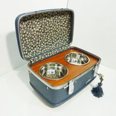 What a cute way to add some style to food and water bowls!