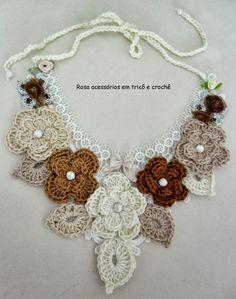 Olá amigas!  Esse colar ficou lindoooooooo :)  Feito por minha mãe  Rosa!!!!  Os tons terrosos combinam com tudo pois são neutros...  Confir...