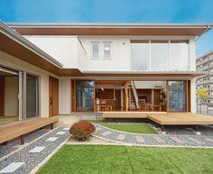 【検索結果】わが家の壁サイト-外観・内壁コーディネートサイト(ニチハの住宅施工例集)- Modern Tropical House, Tropical Houses, Japan House Design, Indoor Zen Garden, Japanese House, Tiny House, Beautiful Homes, House Plans, Exterior