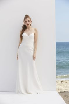 A sweetheart of a slip dress, this slinky charmeuse gown is irresistibly easy to wear. (By Watters) Vow Renewal Dress, Bend At The Waist, Elopement Dress, Rehearsal Dinner Dresses, Garden Wedding Dresses, Floor Length Dresses, Dream Dress, Dress For You, Bridal Gowns