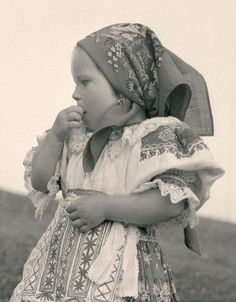 Slovak-folk-costumes: Heľpa, Slovensko/SLOVAKIA pictures of lost world . Vintage Pictures, Old Pictures, Folk Costume, Costumes, Costume Dress, My Heritage, World Cultures, Eastern Europe, Traditional Outfits