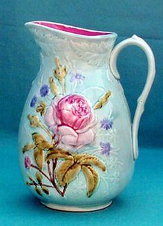 """Les pichets en barbotine de Nimy Pichet """"Roses forme basse"""" Cachet anciennement """"Mouzin-Lecat"""" 1893 -1906"""