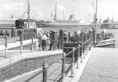 """Willemsplein Rotterdam (jaartal: 1950 tot 1960) het """"Heen en Weer"""" veer. Toevallig stond er laatst een leuk verhaal over dit veer in de Oud Rotterdammer. Zelf heb ik er nooit gebruik van gemaakt. Jammer!"""
