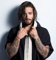 Fine Hair Men, Fine Men, Maluma Haircut, Maluma Pretty Boy, Undercut Long Hair, Latin Artists, Long Beards, Perfect Boy, Man Bun