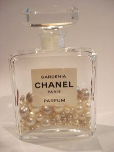 , Old perfume bottles may seem useless. See 10 ingenious ways to reuse them instea. , Old perfume bottles may seem useless. See 10 ingenious ways to reuse them instead. Chanel Room, Chanel Decor, Glamour Decor, Homemade Tattoos, Chanel Party, Perfume Display, Old Perfume Bottles, Chanel Perfume, Chanel Chanel